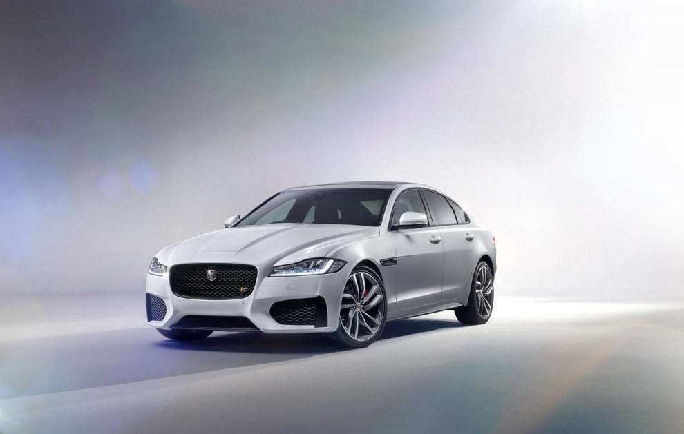 Nuova Jaguar XF: più leggera ed efficiente - Foto 2 di 18