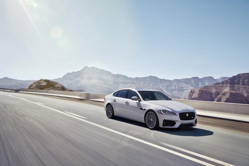 Nuova Jaguar XF: più leggera ed efficiente - Foto 4 di 18