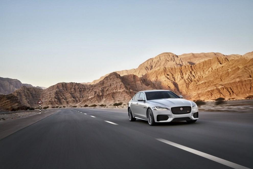 Nuova Jaguar XF: più leggera ed efficiente - Foto 5 di 18