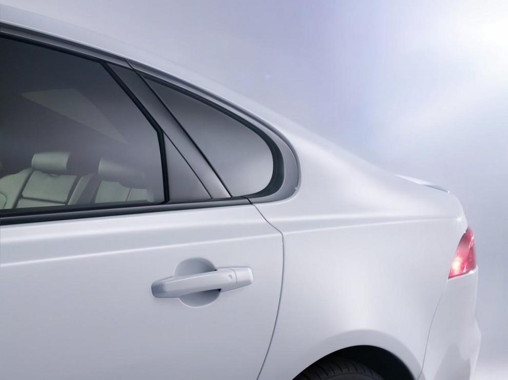 Nuova Jaguar XF: più leggera ed efficiente - Foto 11 di 18