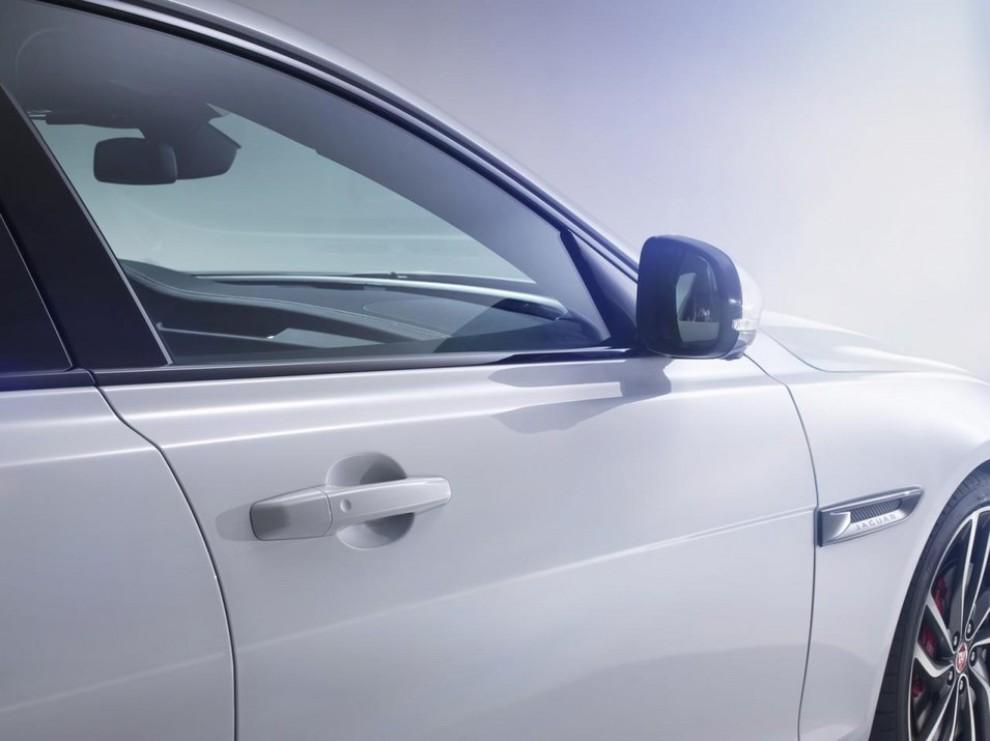 Nuova Jaguar XF: più leggera ed efficiente - Foto 12 di 18