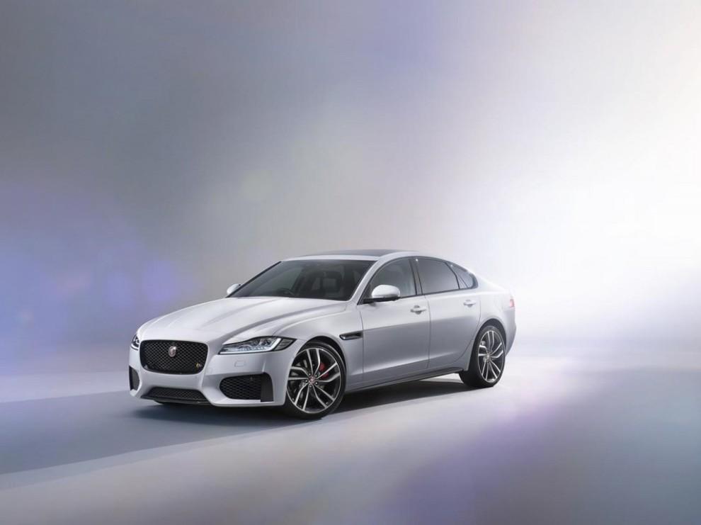 Nuova Jaguar XF: più leggera ed efficiente - Foto 14 di 18