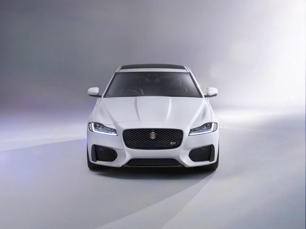 Nuova Jaguar XF: più leggera ed efficiente - Foto 15 di 18