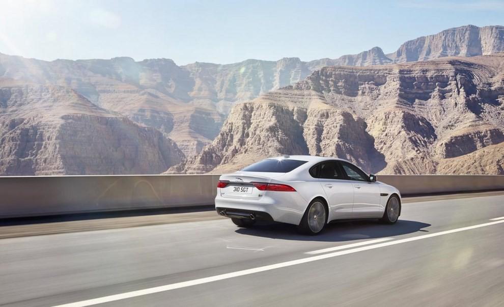 Nuova Jaguar XF: più leggera ed efficiente - Foto 16 di 18