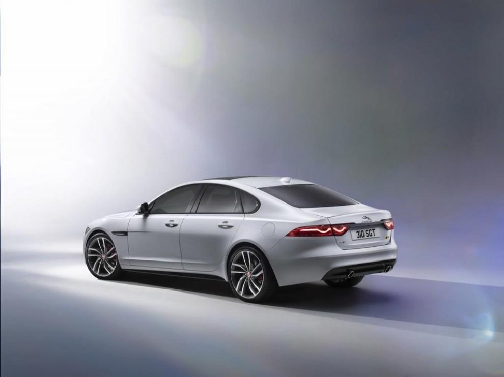 Nuova Jaguar XF: più leggera ed efficiente - Foto 17 di 18