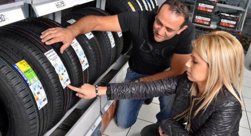 Cambio pneumatici invernali: quando sostituirli con le gomme estive - Foto 2 di 5