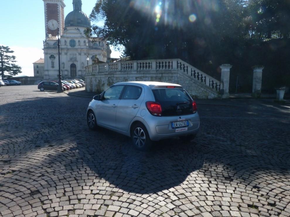 Nuova Citroen C1 prova su strada motorizzazioni e prezzi - Foto 3 di 21