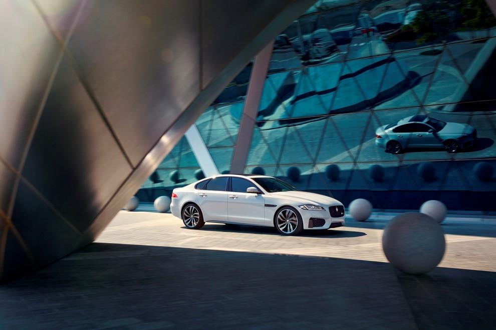Nuova Jaguar XF, design evoluto e tecnologia avanzata per la nuova generazione - Foto 1 di 4