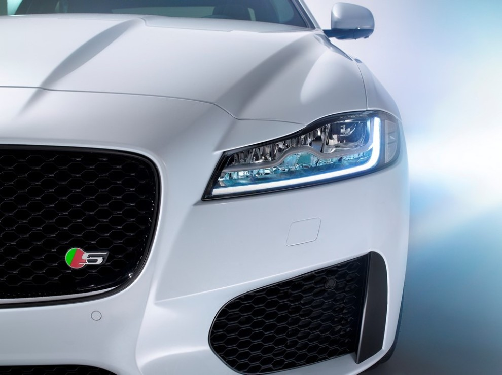 Nuova Jaguar XF, design evoluto e tecnologia avanzata per la nuova generazione - Foto 2 di 4