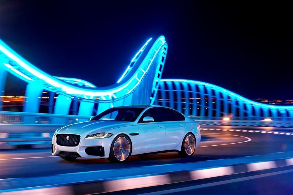 Nuova Jaguar XF, design evoluto e tecnologia avanzata per la nuova generazione - Foto 3 di 4