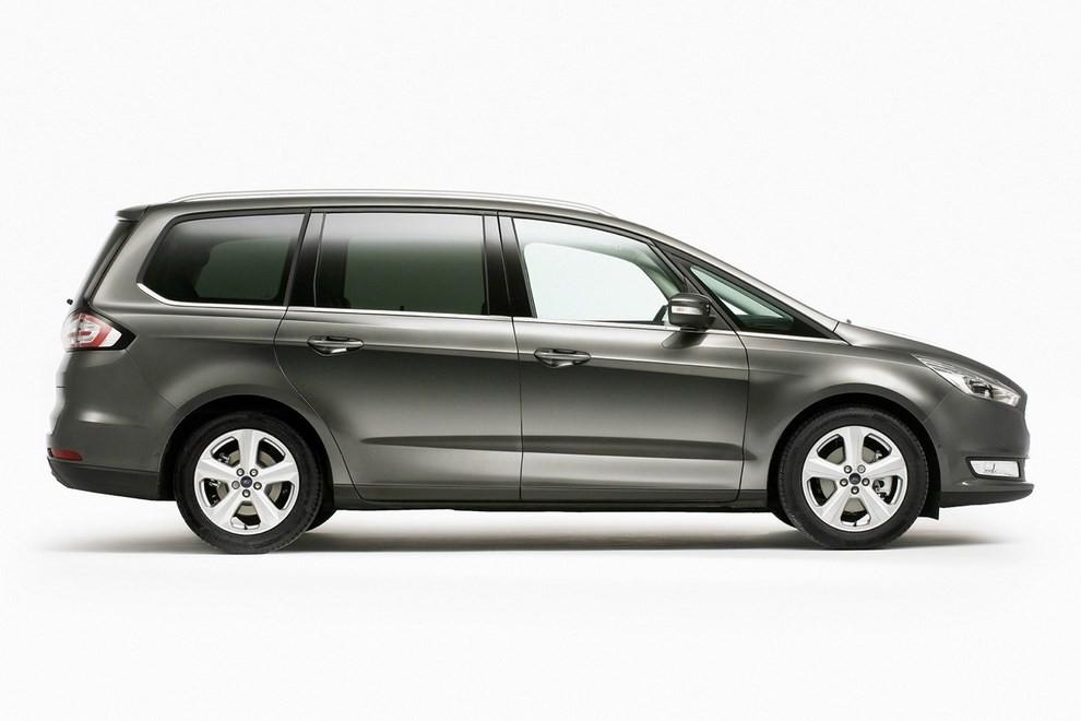 Ford Galaxy: tutti gli allestimenti, i motori ed i prezzi - Foto 2 di 5