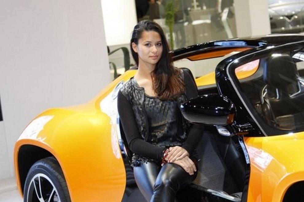 Un'ampia gallery di immagini con le ragazze più belle nel mondo delle auto - Foto 25 di 56