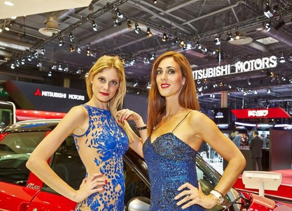 Un'ampia gallery di immagini con le ragazze più belle nel mondo delle auto - Foto 3 di 56