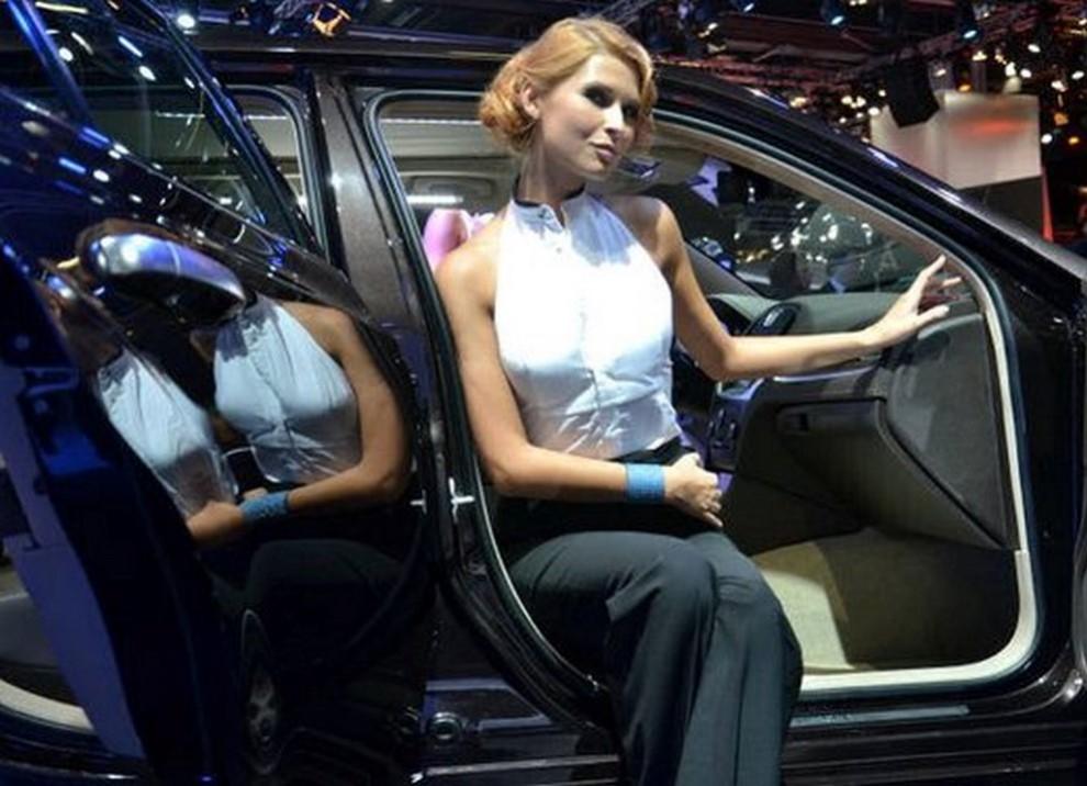 Un'ampia gallery di immagini con le ragazze più belle nel mondo delle auto - Foto 55 di 56