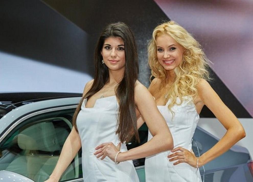 Un'ampia gallery di immagini con le ragazze più belle nel mondo delle auto - Foto 8 di 56