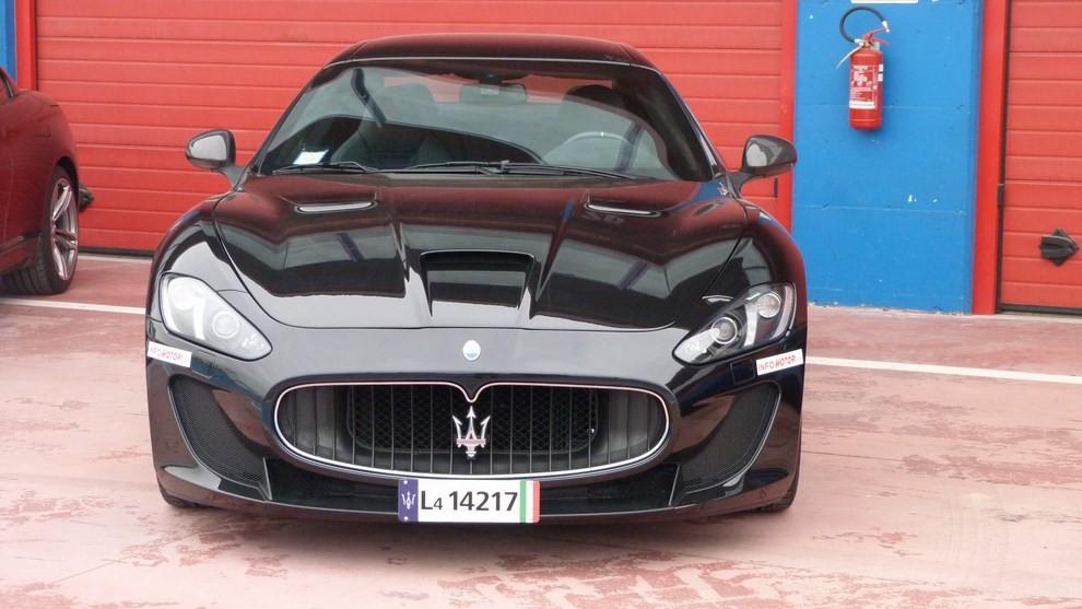 Maserati Granturismo MC Stradale su strada ed in pista - Foto 2 di 14