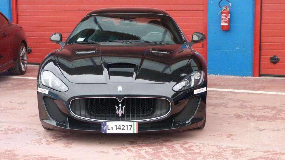 Maserati Granturismo MC Stradale su strada ed in pista - Foto 3 di 14