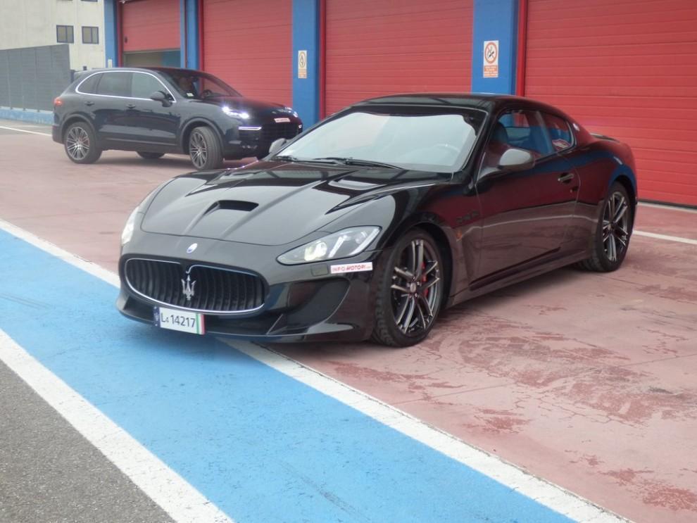 Maserati Granturismo MC Stradale su strada ed in pista - Foto 7 di 14