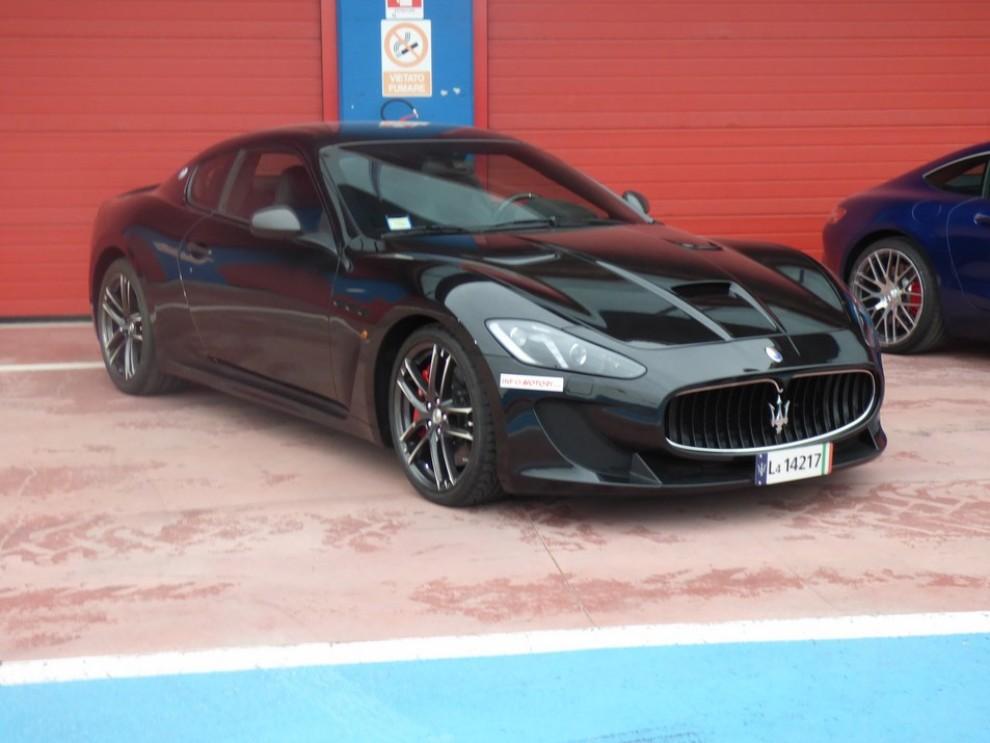 Maserati Granturismo MC Stradale su strada ed in pista - Foto 8 di 14