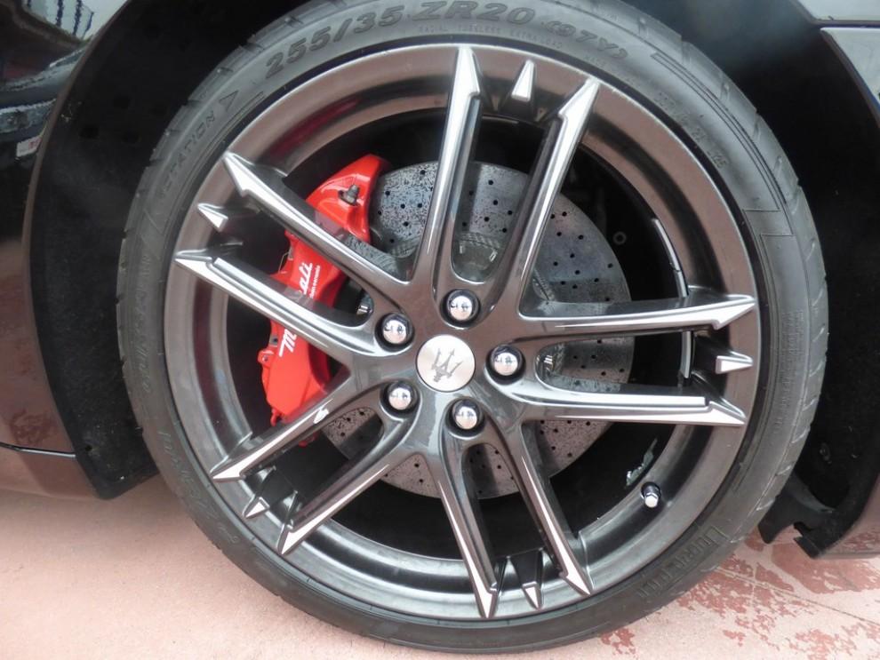 Maserati Granturismo MC Stradale su strada ed in pista - Foto 10 di 14