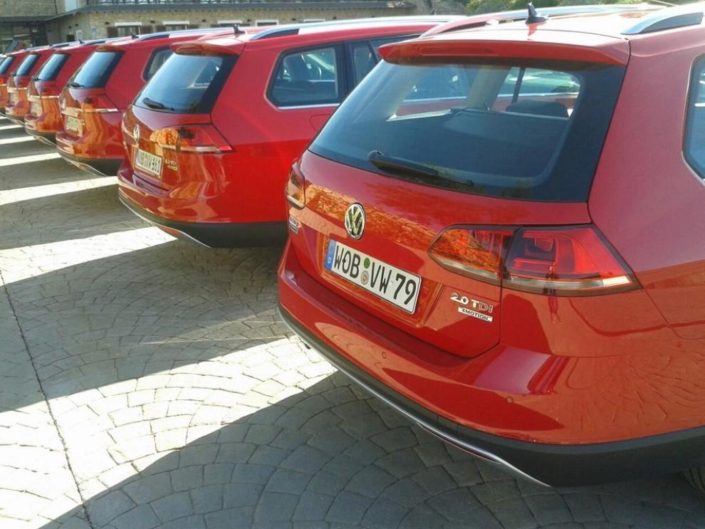 Volkswagen Golf Alltrack prova su strada, prestazioni e prezzi - Foto 1 di 13