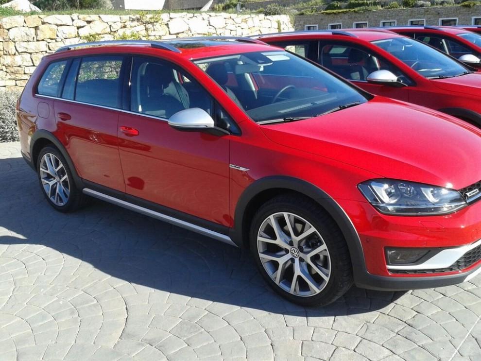 Volkswagen Golf Alltrack prova su strada, prestazioni e prezzi - Foto 2 di 13