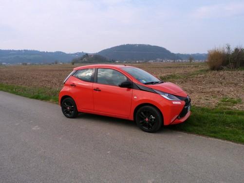 Toyota Aygo 1.0 X-Cite 5 porte: test drive, consumi e prezzi