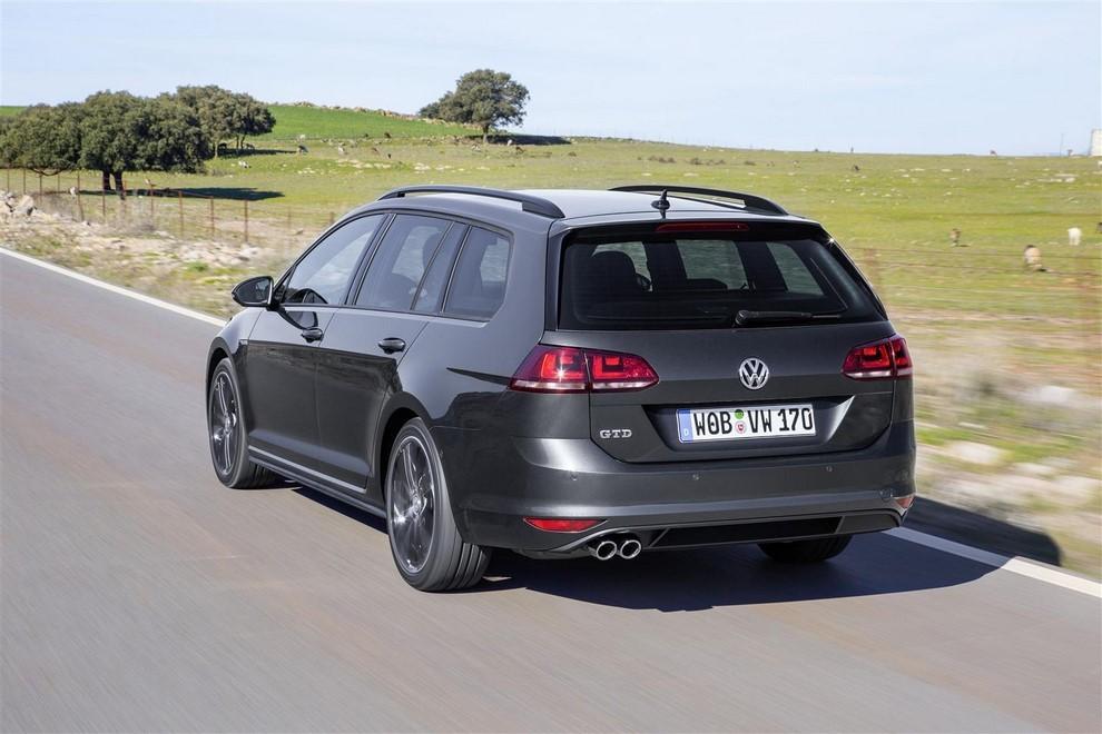 Volkswagen Golf GTD Variant prova su strada, prestazioni e consumi - Foto 8 di 25