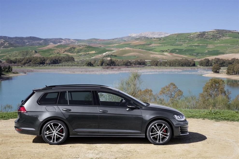 Volkswagen Golf GTD Variant prova su strada, prestazioni e consumi - Foto 10 di 25