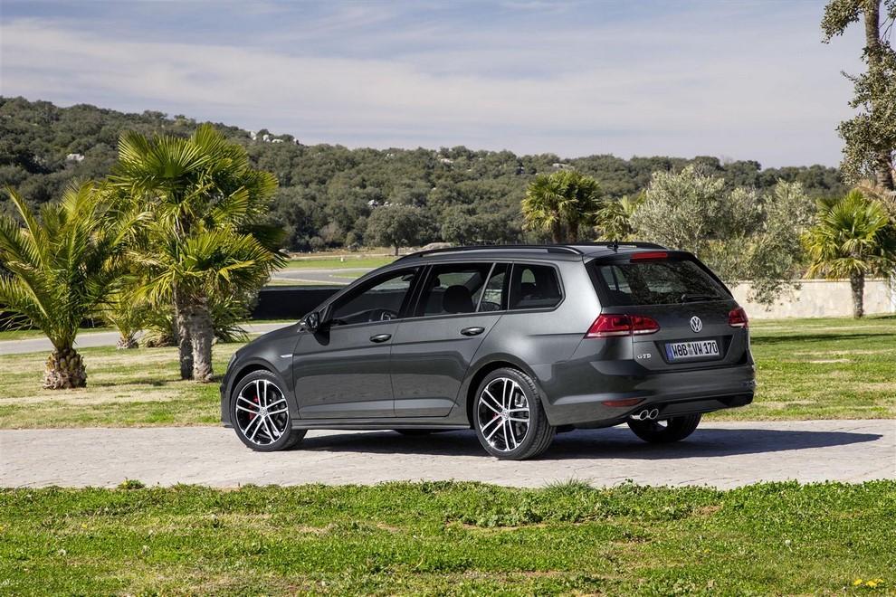 Volkswagen Golf GTD Variant prova su strada, prestazioni e consumi - Foto 2 di 25