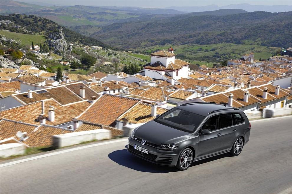 Volkswagen Golf GTD Variant prova su strada, prestazioni e consumi - Foto 3 di 25