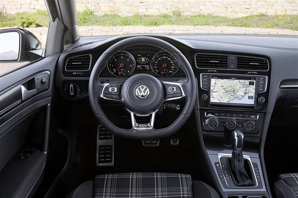 Volkswagen Golf GTD Variant prova su strada, prestazioni e consumi - Foto 4 di 25