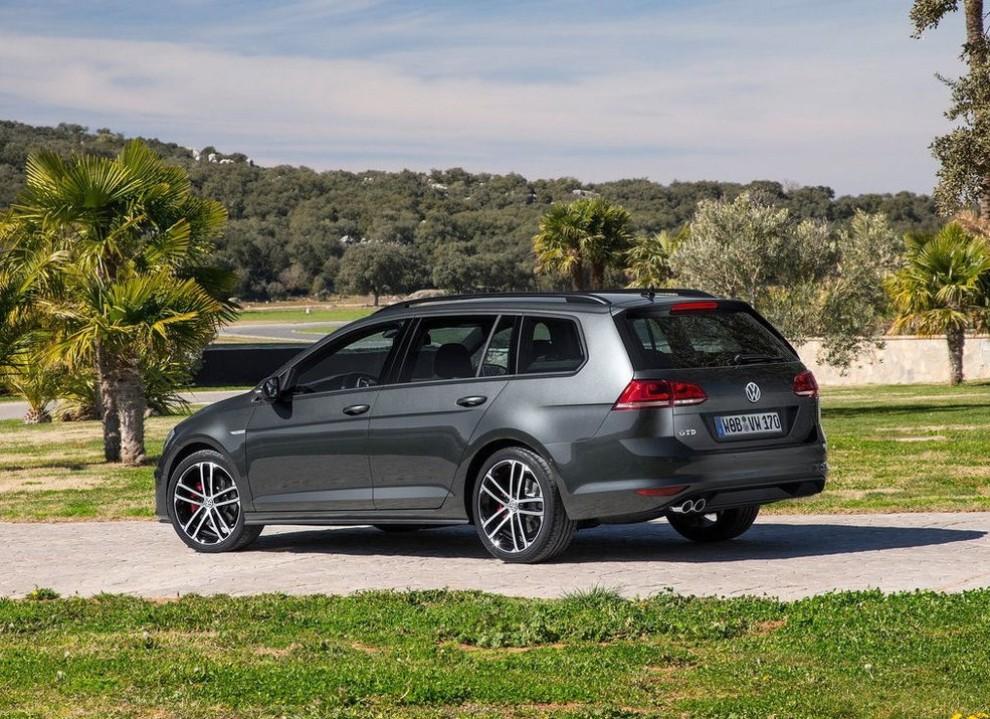 Volkswagen Golf GTD Variant prova su strada, prestazioni e consumi - Foto 22 di 25