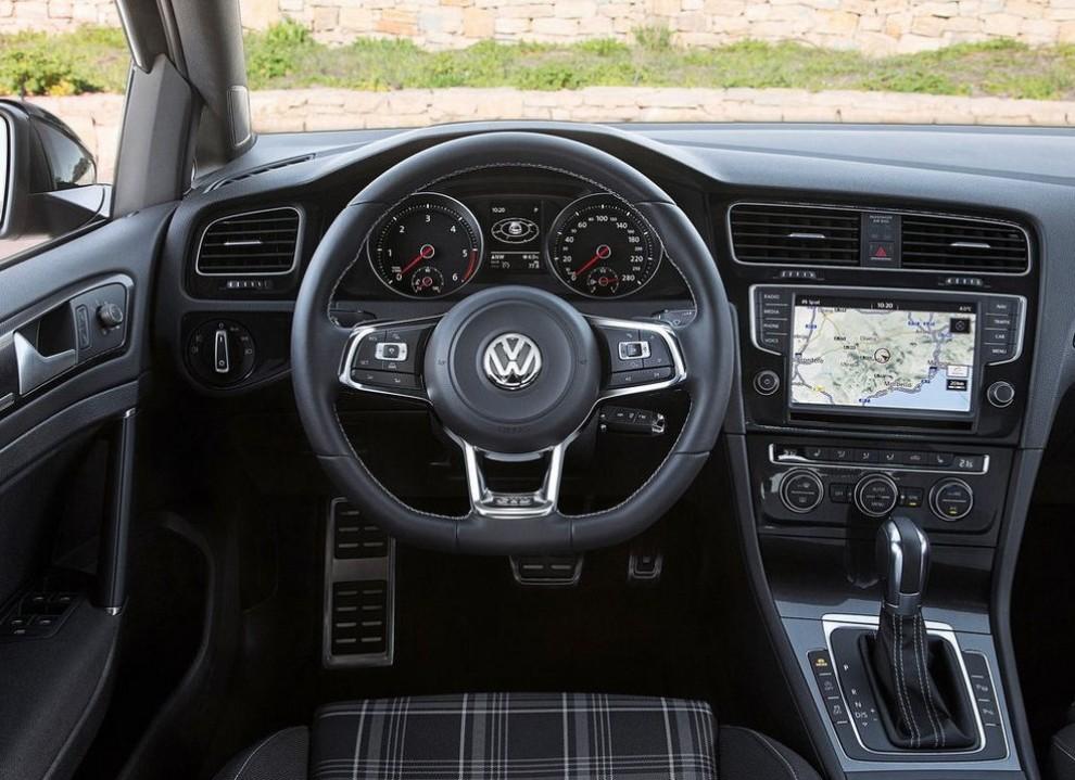 Volkswagen Golf GTD Variant prova su strada, prestazioni e consumi - Foto 23 di 25