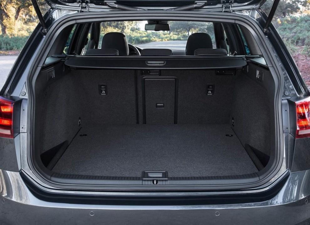 Volkswagen Golf GTD Variant prova su strada, prestazioni e consumi - Foto 24 di 25