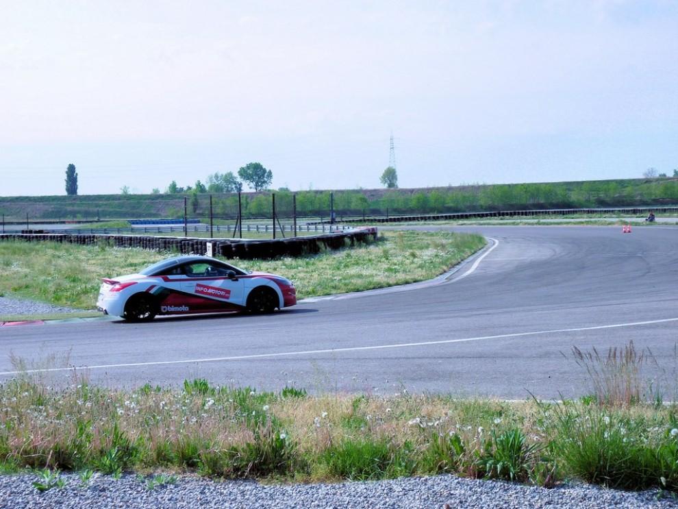 Peugeot RCZ-R Bimota, la one-off scende in pista con Infomotori - Foto 24 di 26
