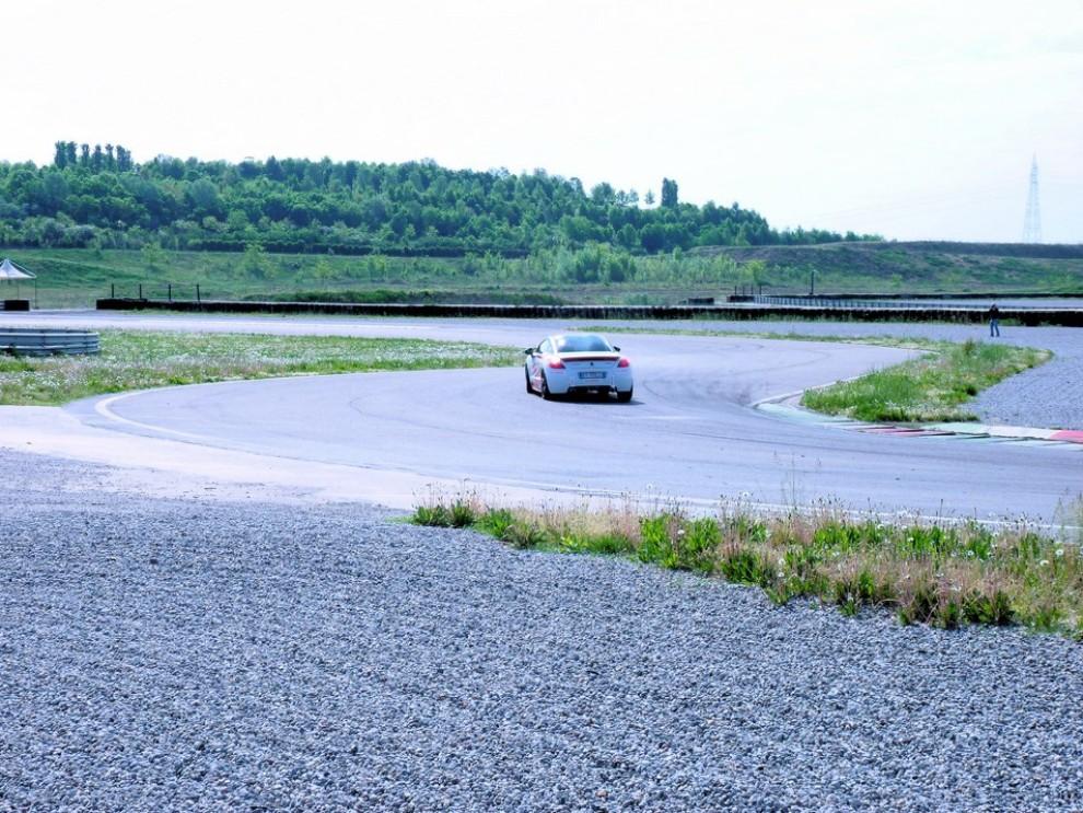 Peugeot RCZ-R Bimota, la one-off scende in pista con Infomotori - Foto 25 di 26