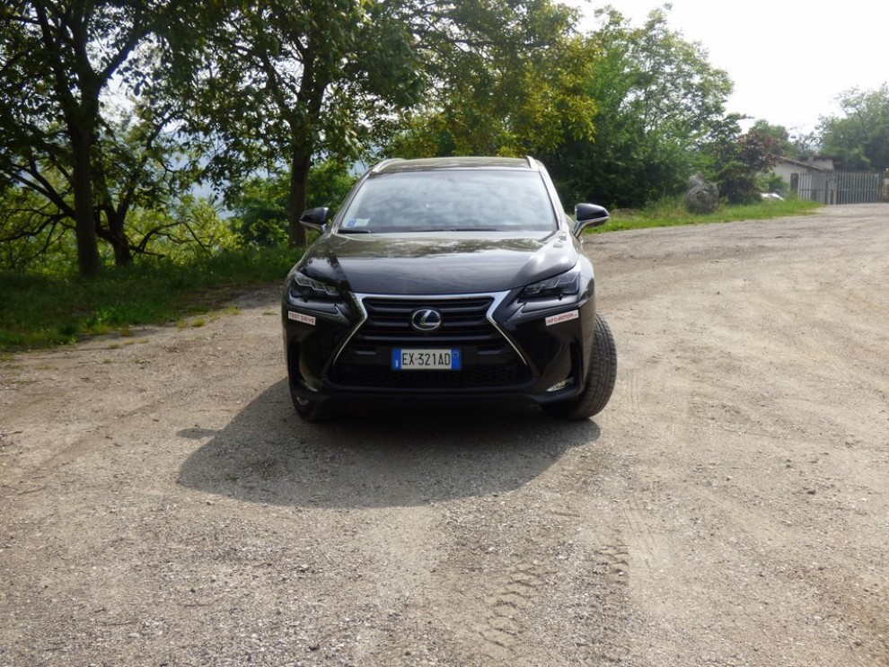 Lexus NX Hybrid 4WD Luxury: la prova su strada con prestazioni e consumi - Foto 1 di 36