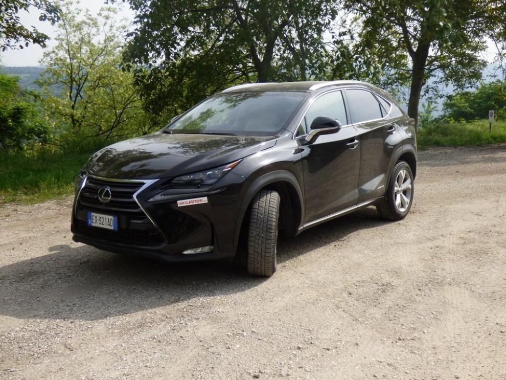 Lexus NX Hybrid 4WD Luxury: la prova su strada con prestazioni e consumi - Foto 2 di 36