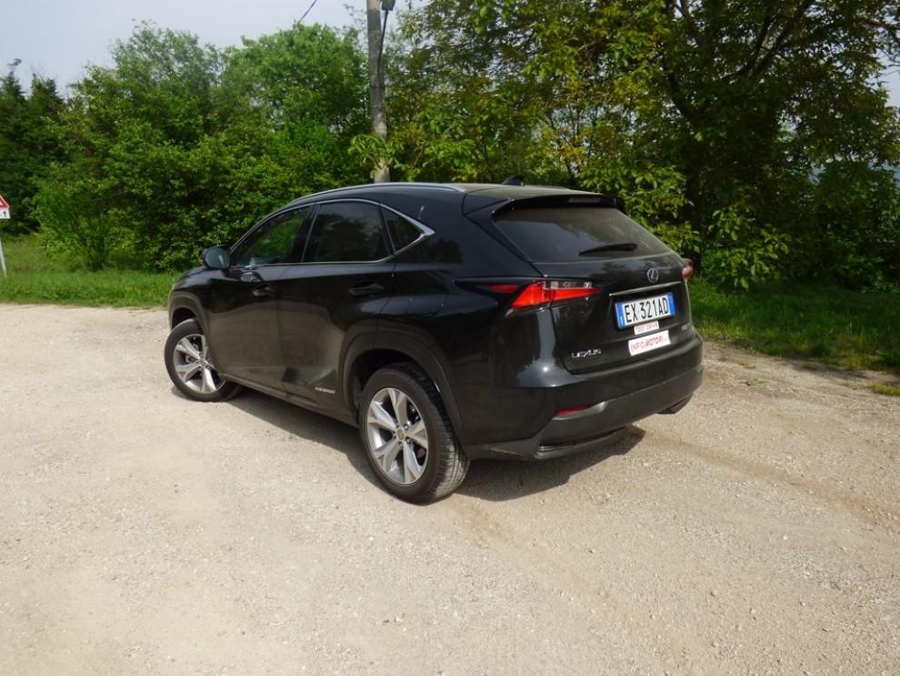 Lexus NX Hybrid 4WD Luxury: la prova su strada con prestazioni e consumi - Foto 5 di 36