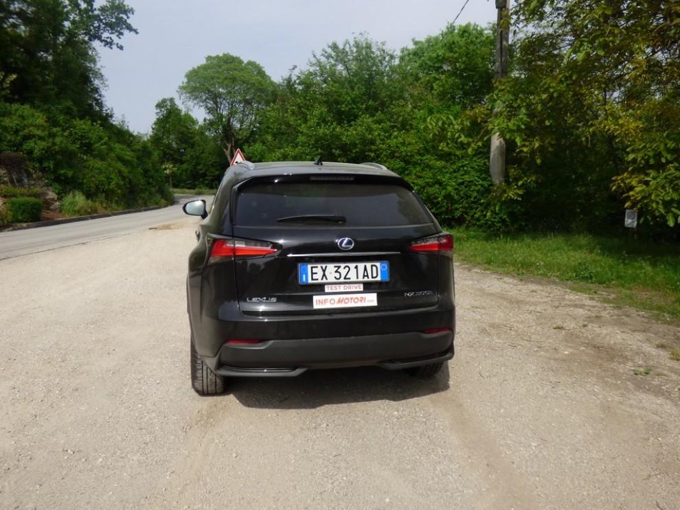 Lexus NX Hybrid 4WD Luxury: la prova su strada con prestazioni e consumi - Foto 6 di 36