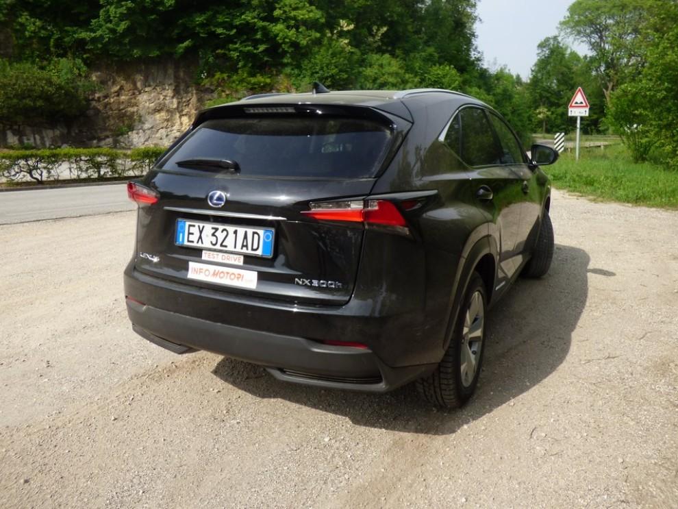 Lexus NX Hybrid 4WD Luxury: la prova su strada con prestazioni e consumi - Foto 7 di 36