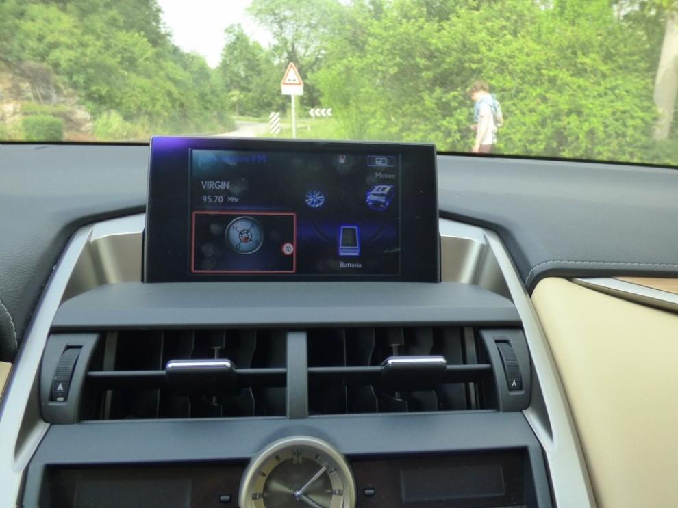 Lexus NX Hybrid 4WD Luxury: la prova su strada con prestazioni e consumi - Foto 13 di 36