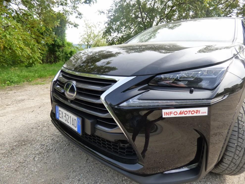 Lexus NX Hybrid 4WD Luxury: la prova su strada con prestazioni e consumi - Foto 19 di 36