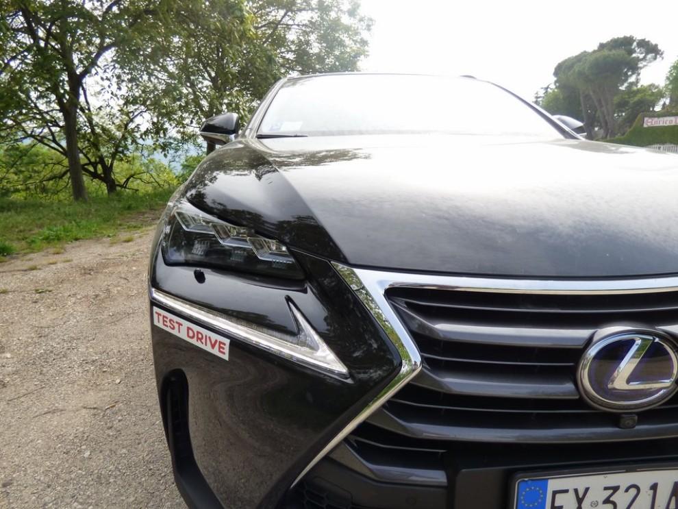 Lexus NX Hybrid 4WD Luxury: la prova su strada con prestazioni e consumi - Foto 20 di 36