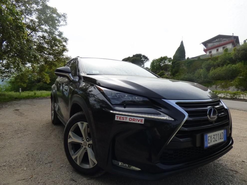 Lexus NX Hybrid 4WD Luxury: la prova su strada con prestazioni e consumi - Foto 21 di 36