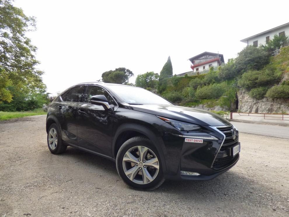 Lexus NX Hybrid 4WD Luxury: la prova su strada con prestazioni e consumi - Foto 22 di 36