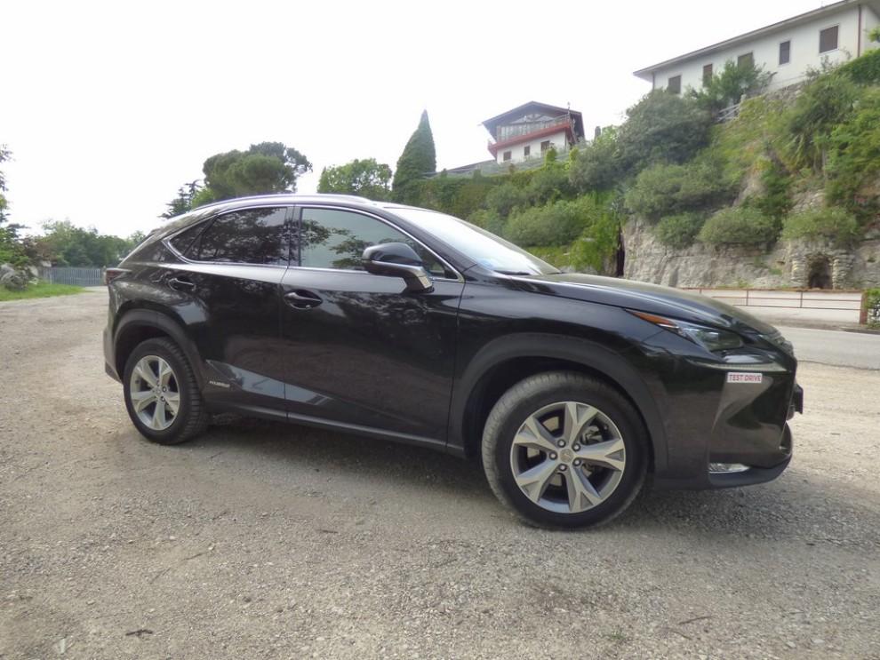 Lexus NX Hybrid 4WD Luxury: la prova su strada con prestazioni e consumi - Foto 23 di 36