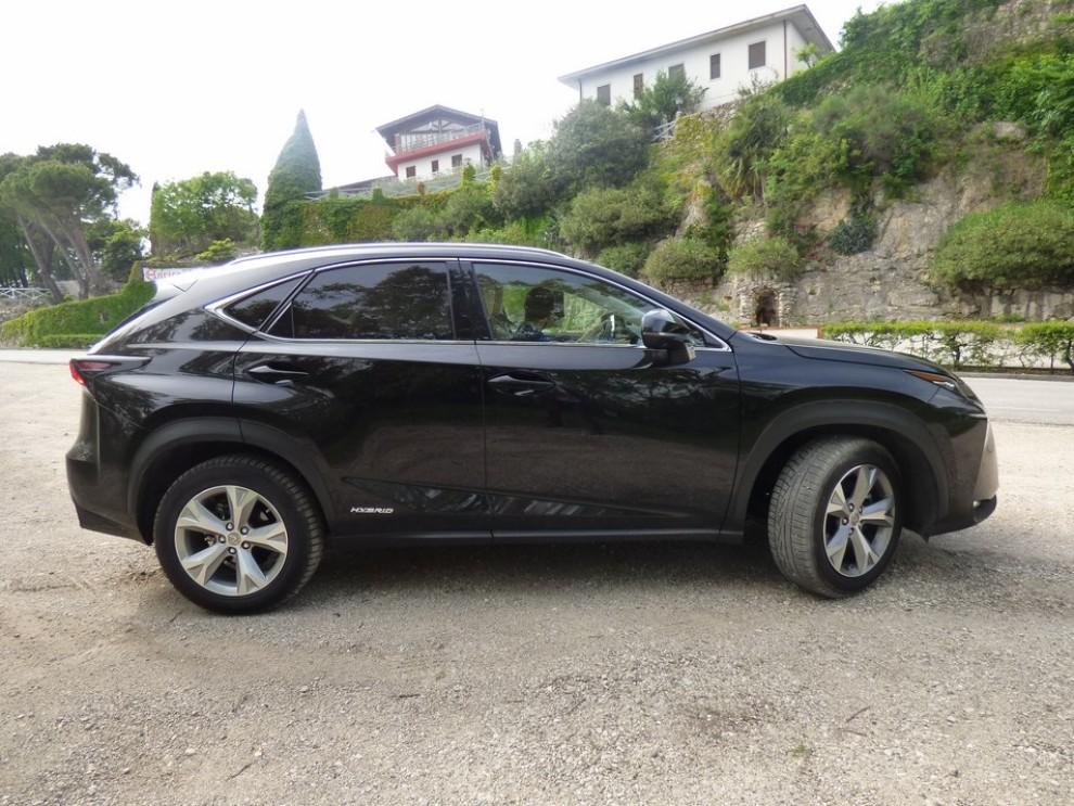 Lexus NX Hybrid 4WD Luxury: la prova su strada con prestazioni e consumi - Foto 24 di 36