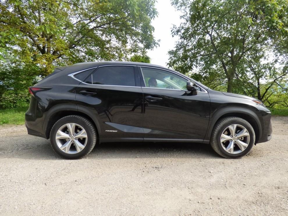 Lexus NX Hybrid 4WD Luxury: la prova su strada con prestazioni e consumi - Foto 26 di 36